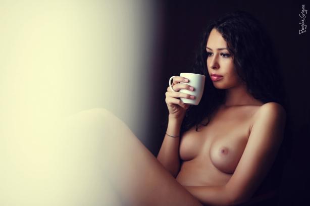 Bogdan Grigore - Artistic Nudes - Cafeaua de dimineata