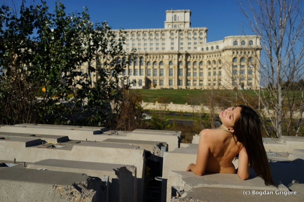 Bogdan Grigore - Nud la casa poporului
