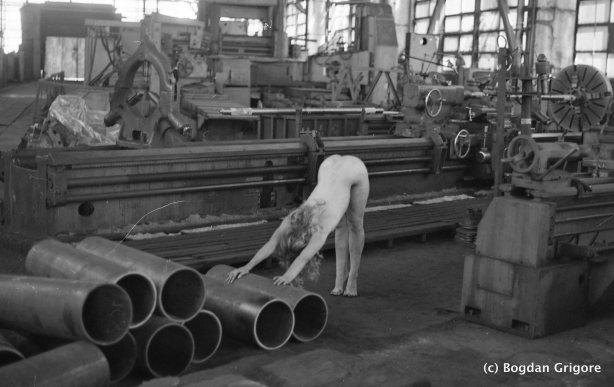 bogdan-grigore-shooting-in-fabrica-nuduri-artistice1